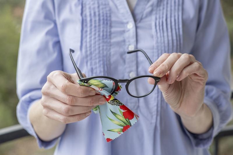 Cinq (05) astuces utiles quand tu portes des lunettes
